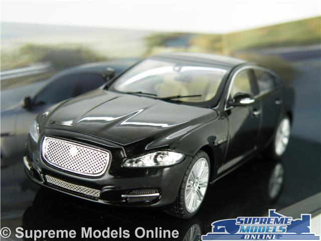 1:43 Ixo Jaguar XJ  Saloon darkblue-metallic