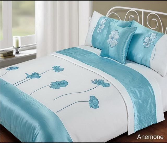 Duvet for double bed. This duvet is cm x cm (89 inches x 87 inches) and will fit a bed of cm x cm (5ft x 6ft 6 inches).